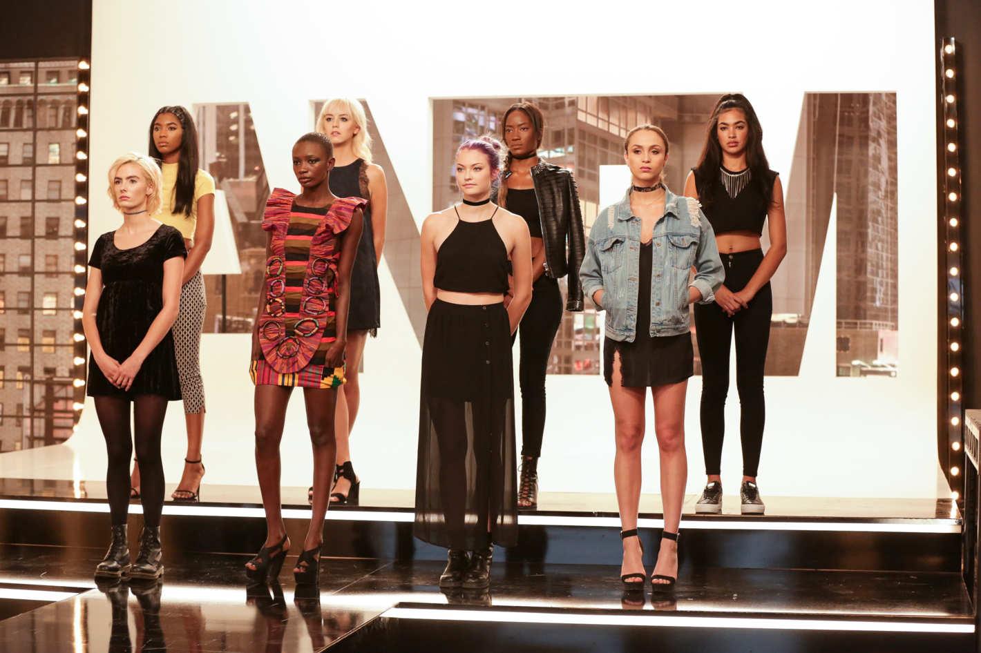 6eead2e41 A série comandada pela top model Tyra Banks começou em 2003 e teve 22  temporadas até 2015. O reality retrata a disputa entre jovens que sonham em  ser modelo ...